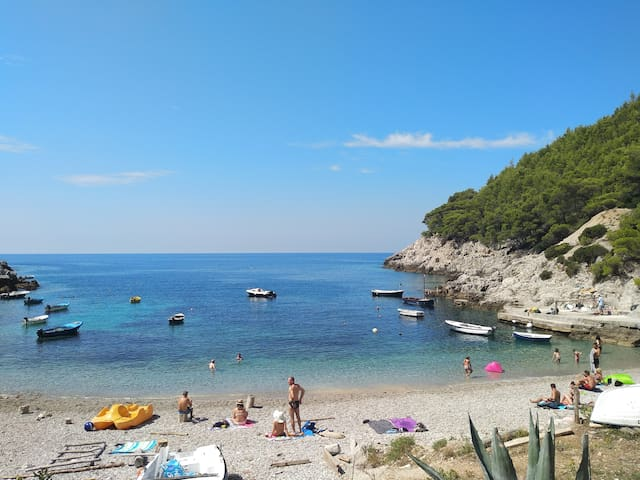 A beautiful day at the beach next the Villa Victor