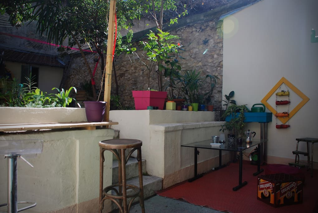 La terrasse en contre bas du jardin