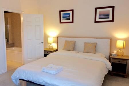 阿凯迪亚高级公寓独立卫生间主卧,宽敞明亮King超大床,公园学校高球场 - Arcadia - Wohnung