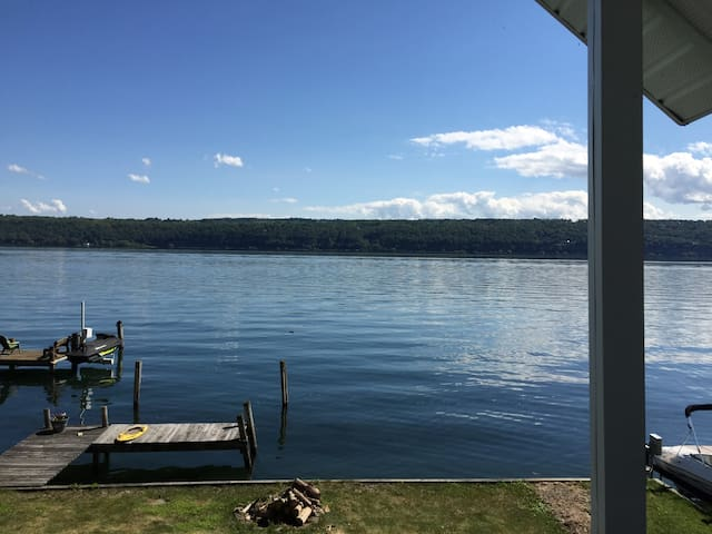 Charming Cayuga lake-front cottage