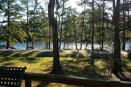Lakeside Cabin in the Sam Houston National Forest