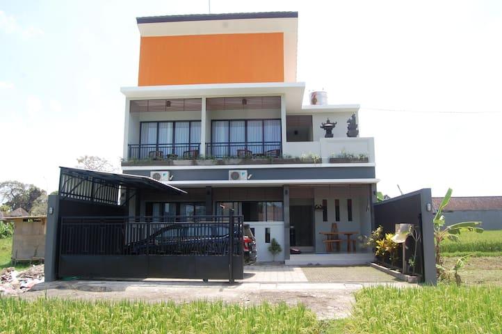 BALI KUNTI HOUSE MUNGGU
