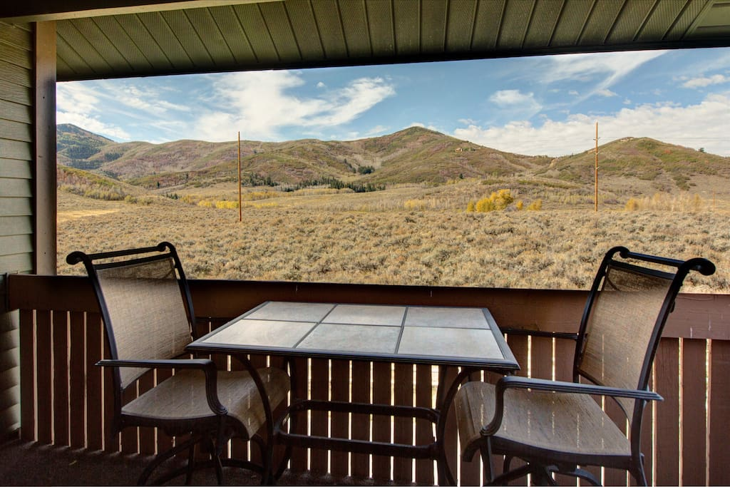 The showstopper: gorgeous mountain views from your private balcony.