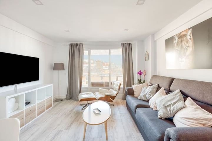 """Beautiful Holiday Home """"Apartamento Sandy Waves la Carihuela"""" with Ocean View, Wi-Fi & Terrace; Parking Available, Pets Allowed under Request"""