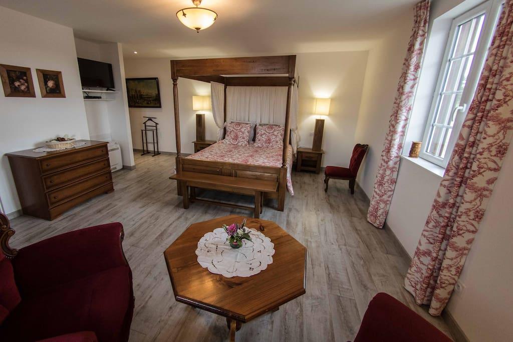Chambre romantique (lit double, lit d'appoint, douche et baignoire)