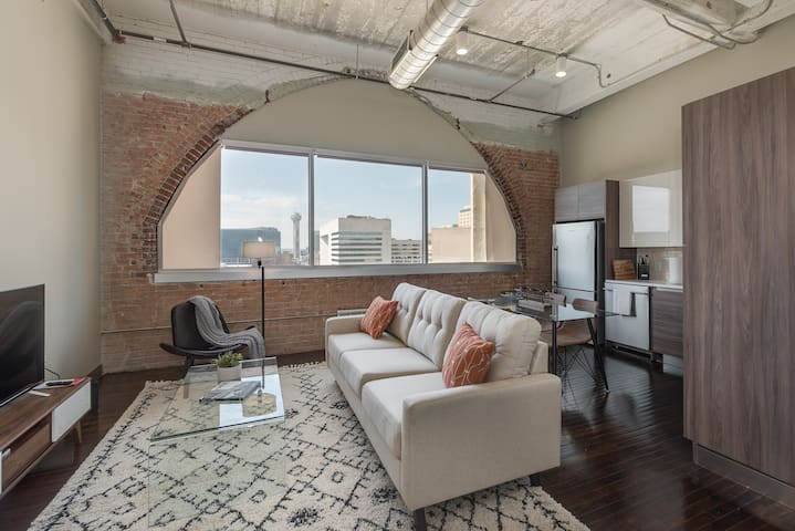 Charming 2bd in Downtown+Gym+FREE Valet