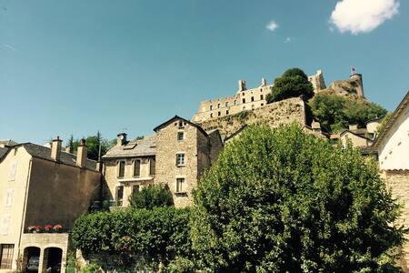 Chambre au pied du chateau - Sévérac-le-Château