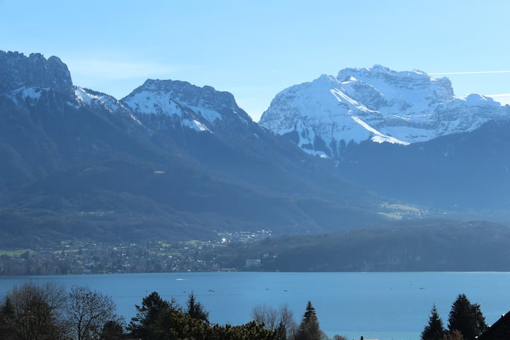maison bord lac d'Annecy à louer juillet août 2020