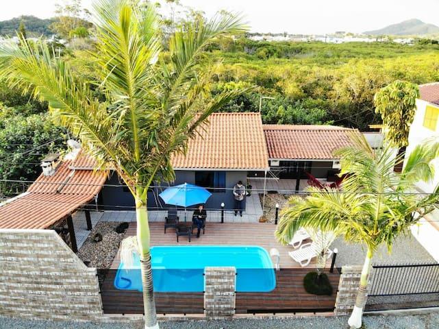 Casa com piscina (4 hósp.)2 km Beto Carreiro
