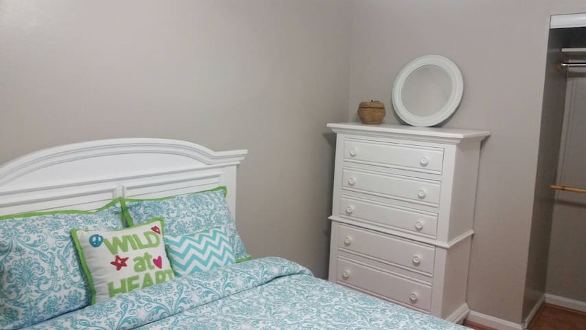 Cozy and Quiet in Columbia -  Full Size Bed
