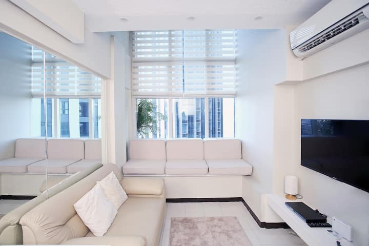 1BR Loft @ Ortigas + 50 mbps net, Netflix, Parking