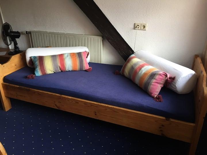 Gästehaus am Hafen, (Meersburg), Dreibettzimmer mit Dusche und WC