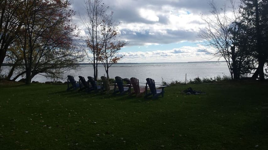 Lakefront Cottage on Lake Simcoe - Brechin - Cabin