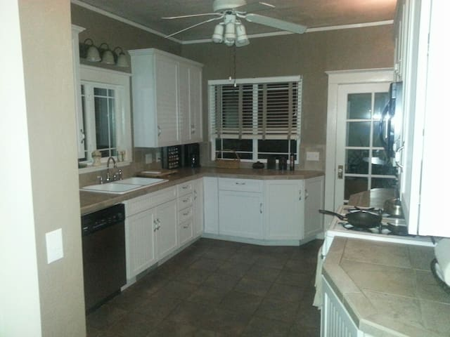 Nice older home - Perfect location - Chico - Hus