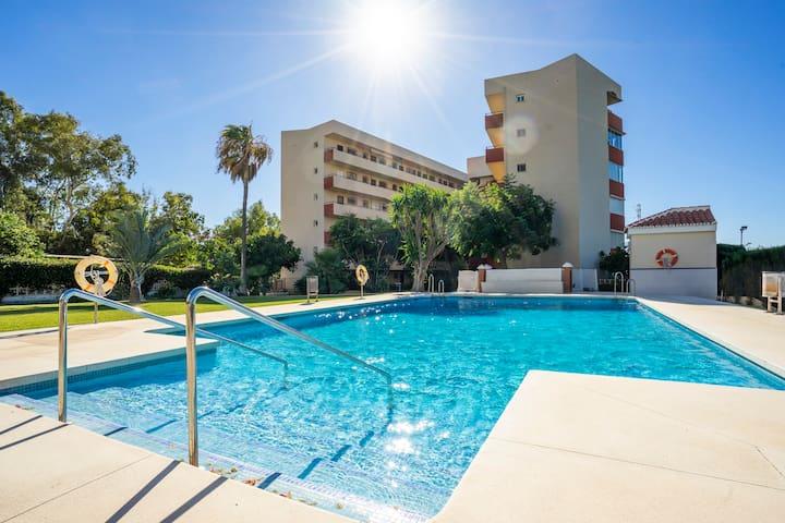 Relájate en la piscina salina climatizada solar