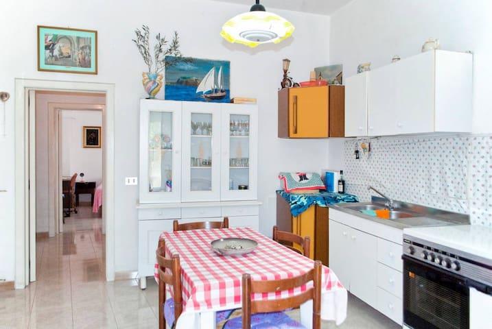 Casa con splendido giardino a pochi km dal mare - Specchia - Hus
