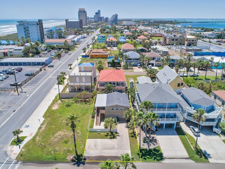 Private House across from Beach! Great Location