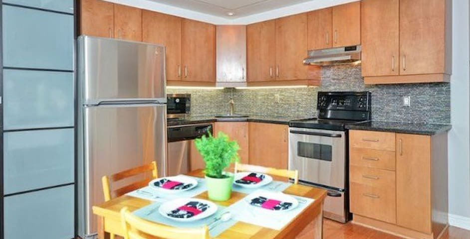 Great Spot, Quiet, Spacious, Furnished - Ottawa - Daire