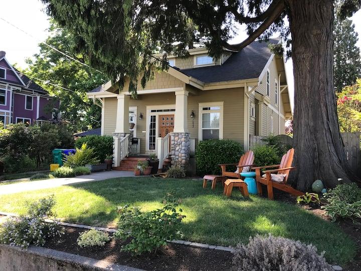 Sunny, comfy private space near Univ. of Portland