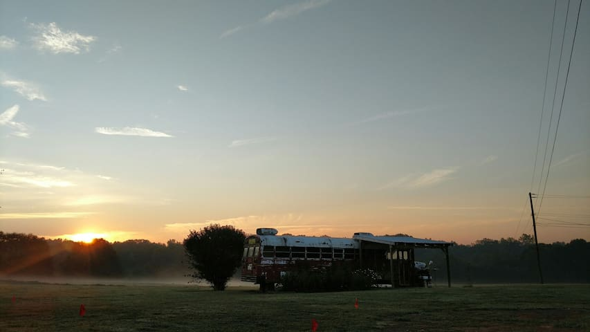 Cozy school bus in NC foothills. - Shelby - Outros