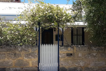 FREMANTLE COTTAGE - White Gum Valley