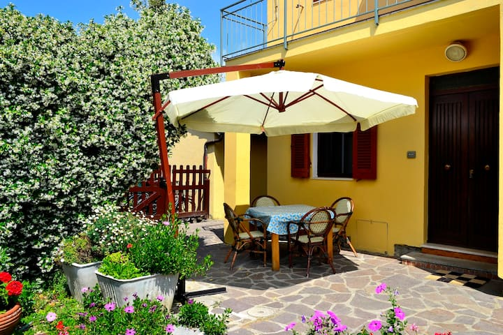 APARTMENT IL TORCHIO (4 people) 700m from the sea