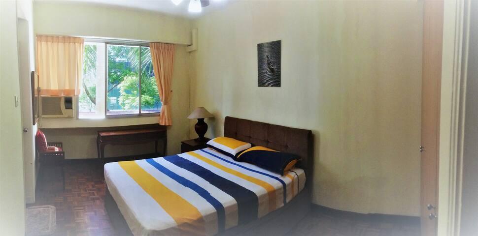 Bright and cozy single bedroom