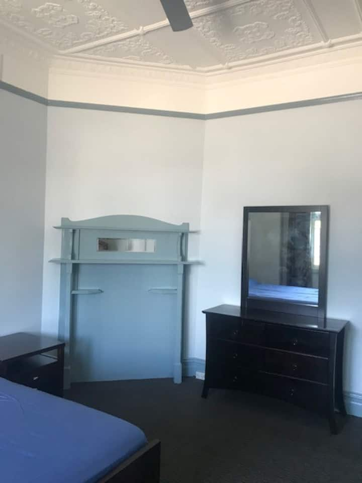 PRIVATE ROOM AVAILABLE IN SYDENHAM