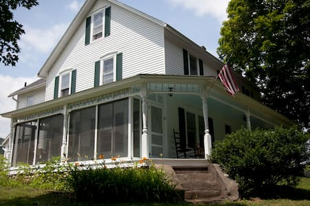 Beautiful Farm House in Wassaic - Wassaic