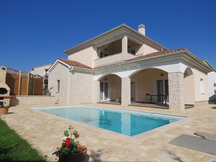 VILLA SIRENA for 8 pool 800 m from the sea