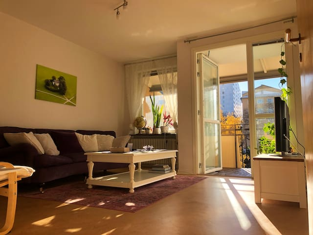 Bright & clean flat 8min to city center