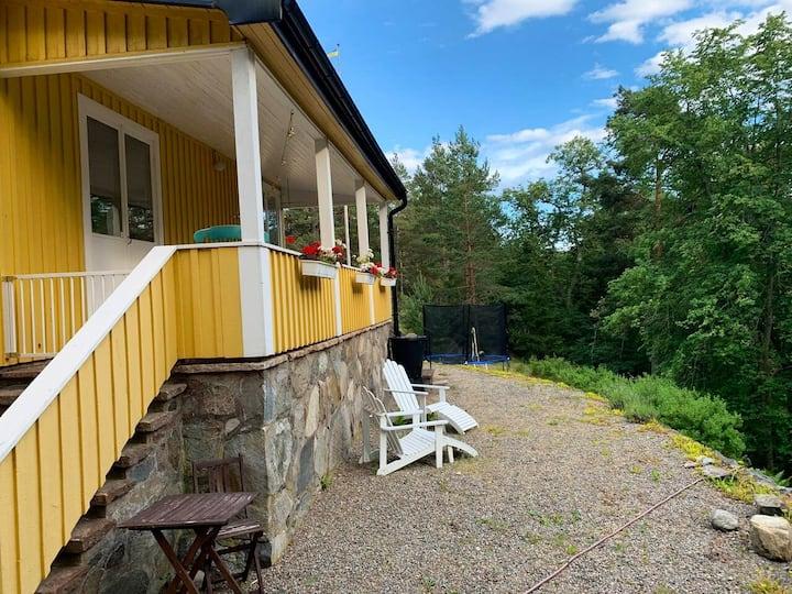 Havsnära och familjevänligt hus på Ingarö.