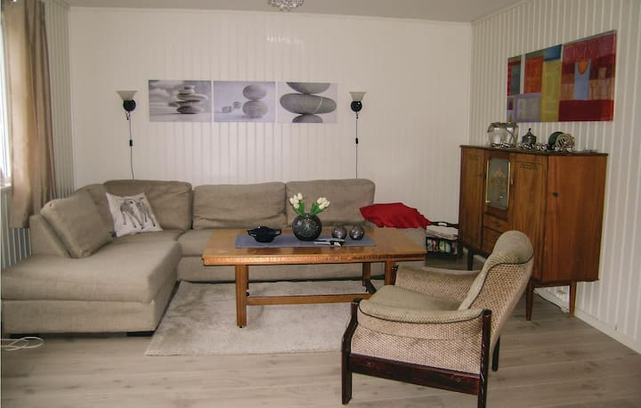 Stunning home in Harøy with 3 Bedrooms