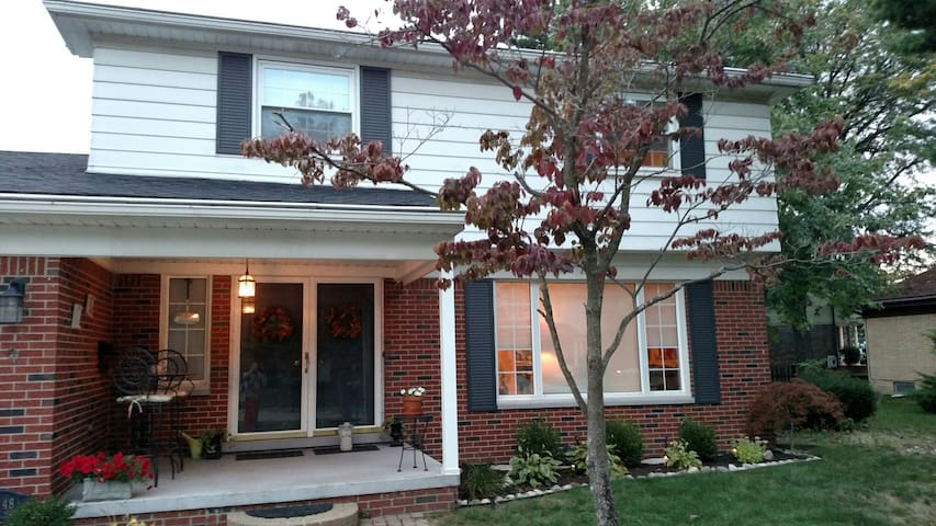 Spacious Colonial on a quiet street - close to DTW