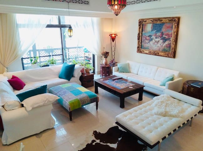 Bright and luxurious home, exclusive location