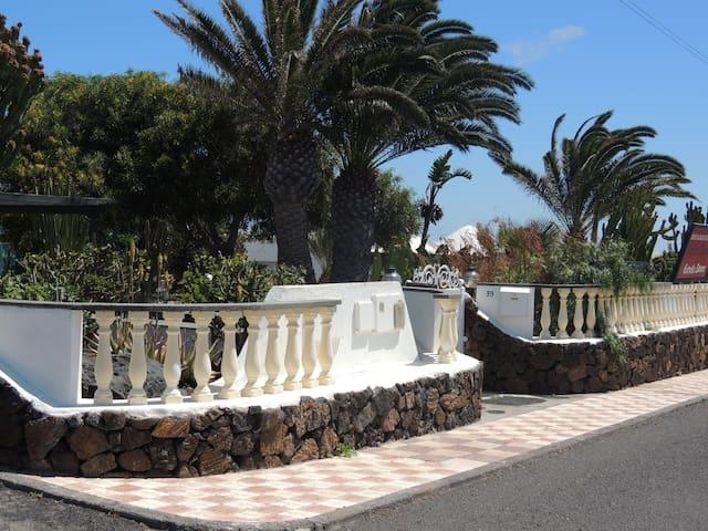 Villa Sol im FKK-Dorf Charco del Palo