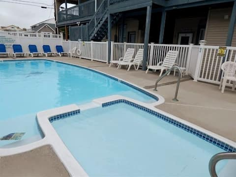 One Bedroom, 2 Blocks from Beach, Newly Renovated