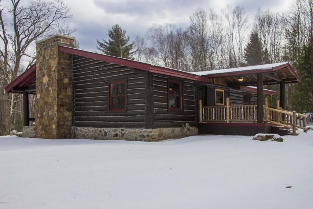 This original logcabin from 1960 has had a complete renovation and is brand new for you to use.