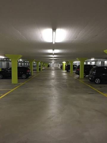 Cheapest Parking for your Car at Airport Zürich - Клотен - Квартира