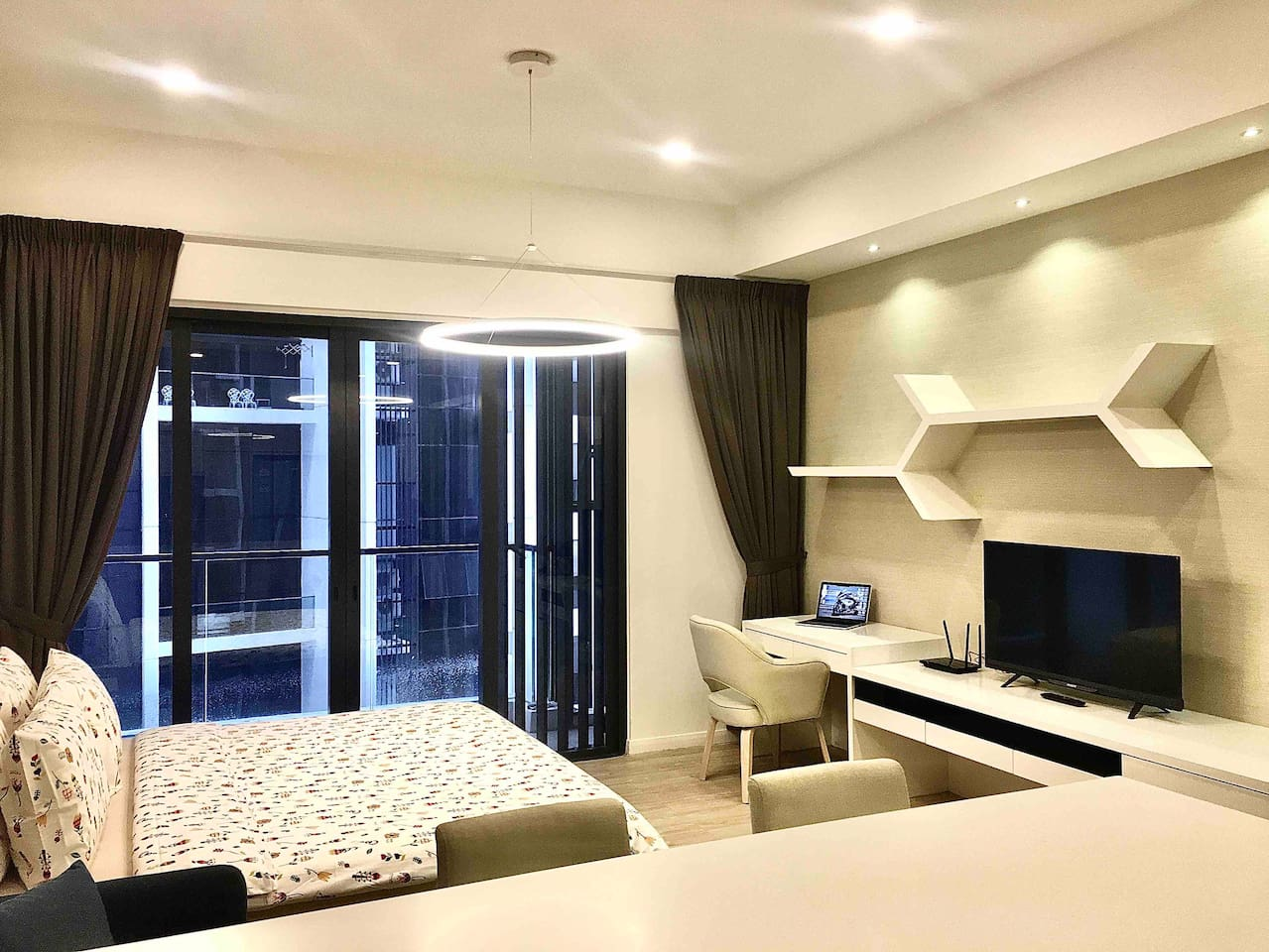 Studio Apartment (King-size bed) with Balcony