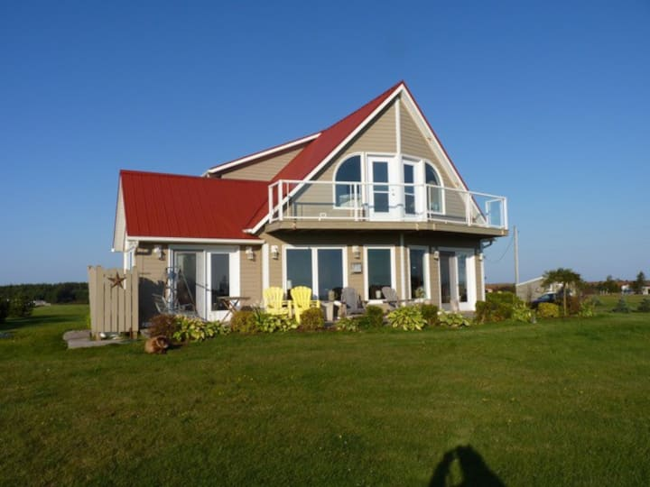 The Red Roof Cottage @ Cabot Park- PEI