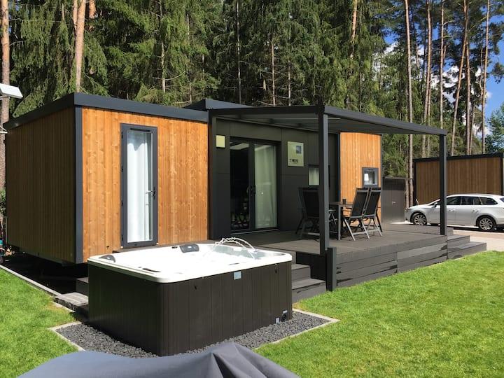 Luxuriöses Mobilheim am See mit Whirlpool (WA101)