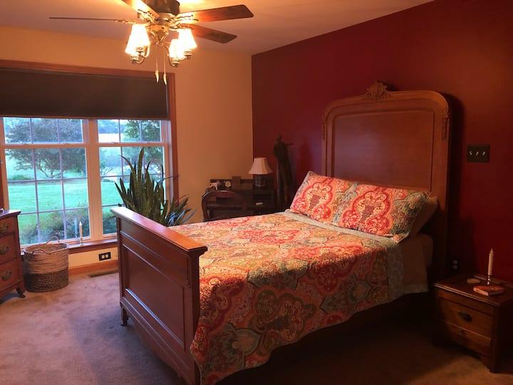 Iona Inn 1st floor single bedroom with full bath