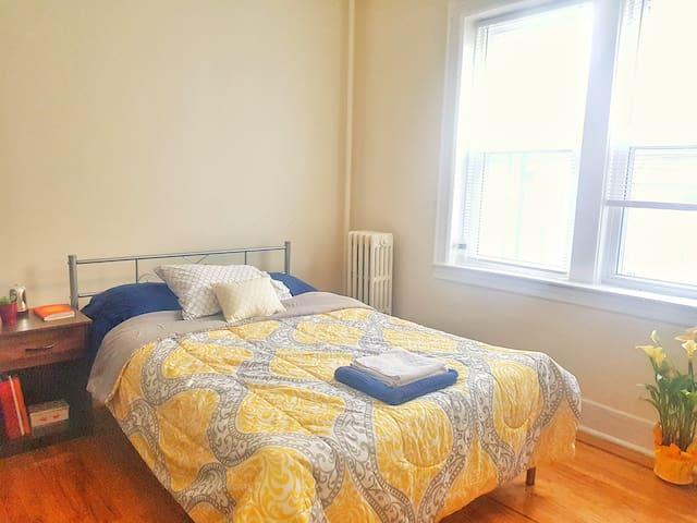 **BEAUTIFUL PRIVATE ROOM** near Manhattan (15 min)
