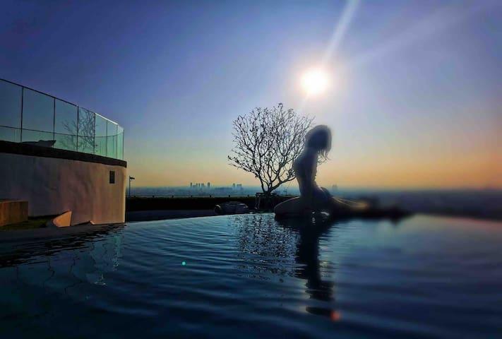 T3曼谷33层顶楼无边泳池/机场快线站/火车夜市/贵妇楼T21/水门市场/尚泰购物中心/四面佛