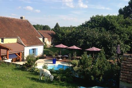 Paris/Disneyland - Maison de charme avec piscine - Pommeuse - Dům