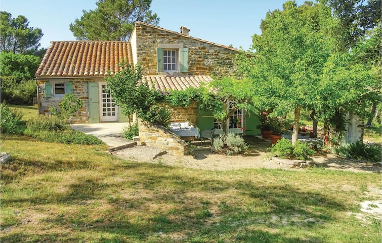 Holiday cottage with 5 bedrooms on 180 m² in Ribaute