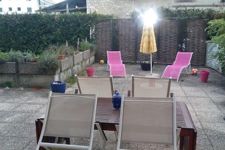 Jolie chambre à louer, calme & verdure - Arzier-Le Muids - Apartamento