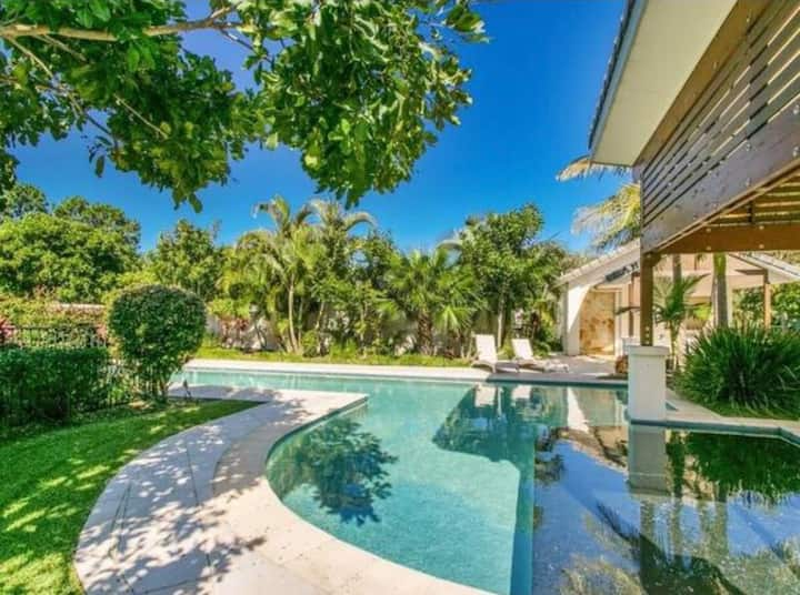 Byron Villa Luxe