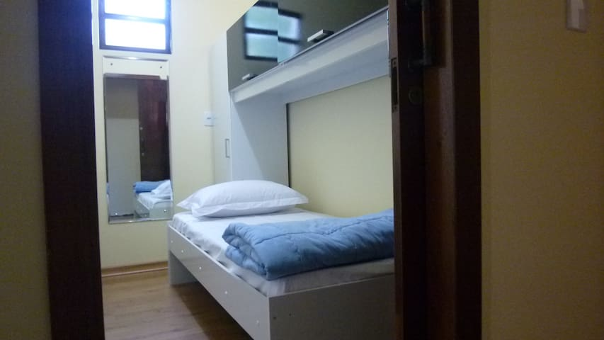 Convenient room 1 min walk from UFSC, central area